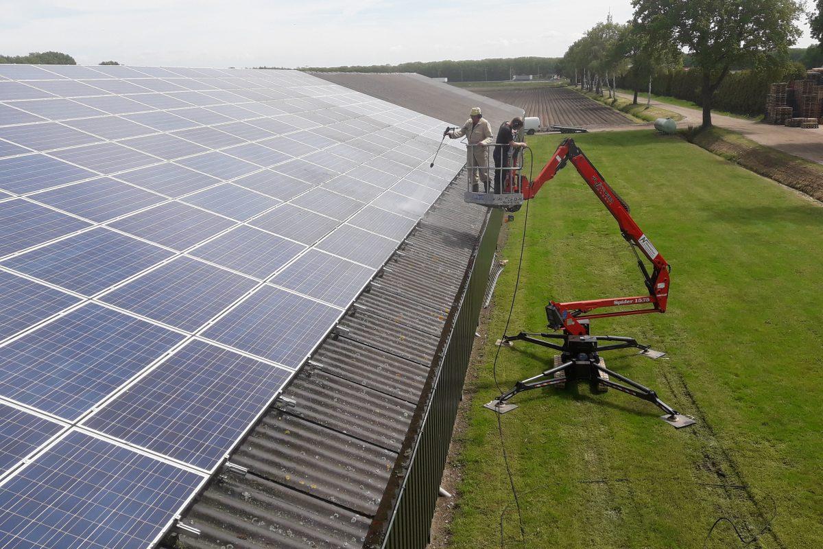 Van Mullekom Opfok BV te Helenaveen / 540 zonnepanelen.